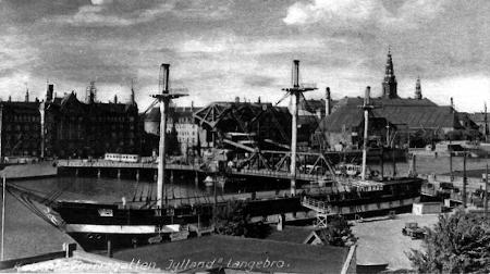 Fregatten Jylland ved Langebro